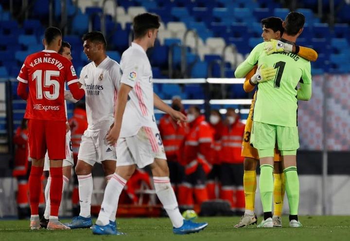 Empate a dos que no sirve de mucho para Madrid y Sevilla. EFE