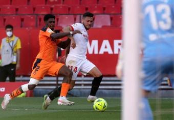 El Sevilla prueba sus dudas ante el nuevo Valencia. EFE