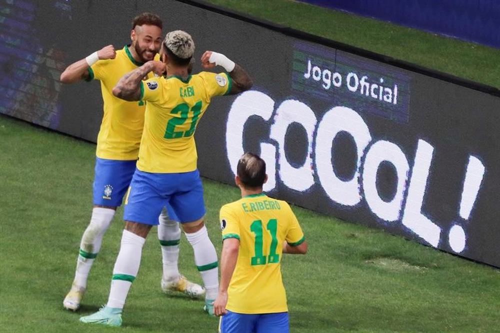 Neymar y Messi comandan la delantera del XI ideal de la fase de grupos. EFE