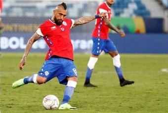 Arturo Vidal recibió su sanción por increpar al árbitro en la Copa América. EFE