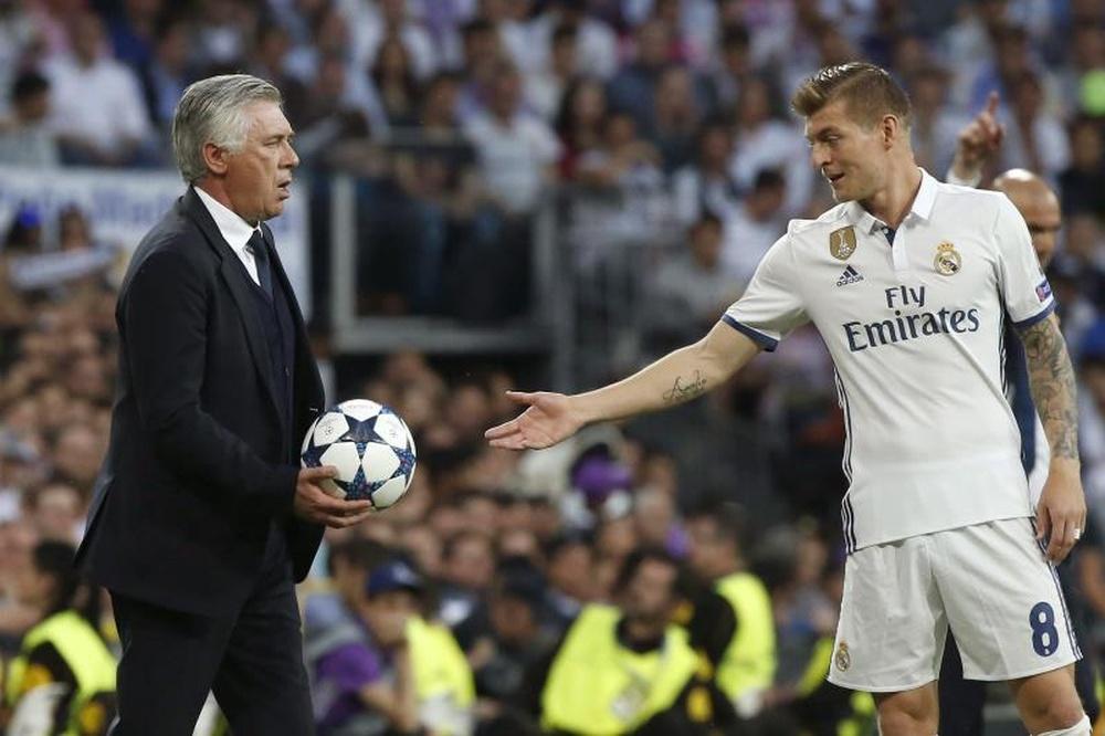 Ancelotti tiene que perfilar el once en el primer partido televisado de pretemporada. EFE