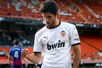Valencia will not sell Guedes at any price. EFE