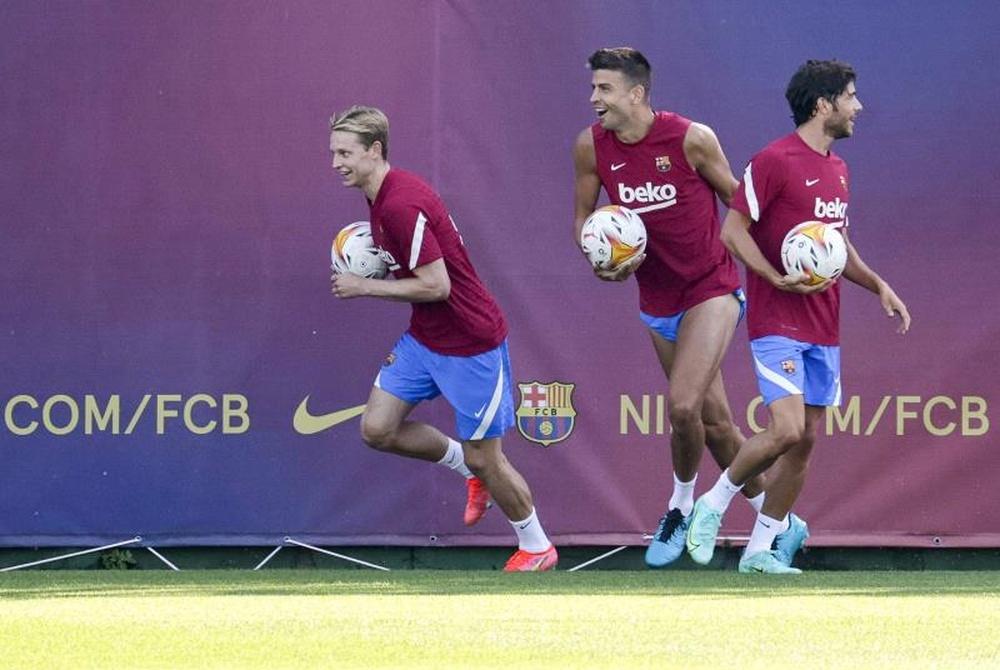 El Barcelona comunicó la presunta rebaja salarial a sus jugadores. EFE
