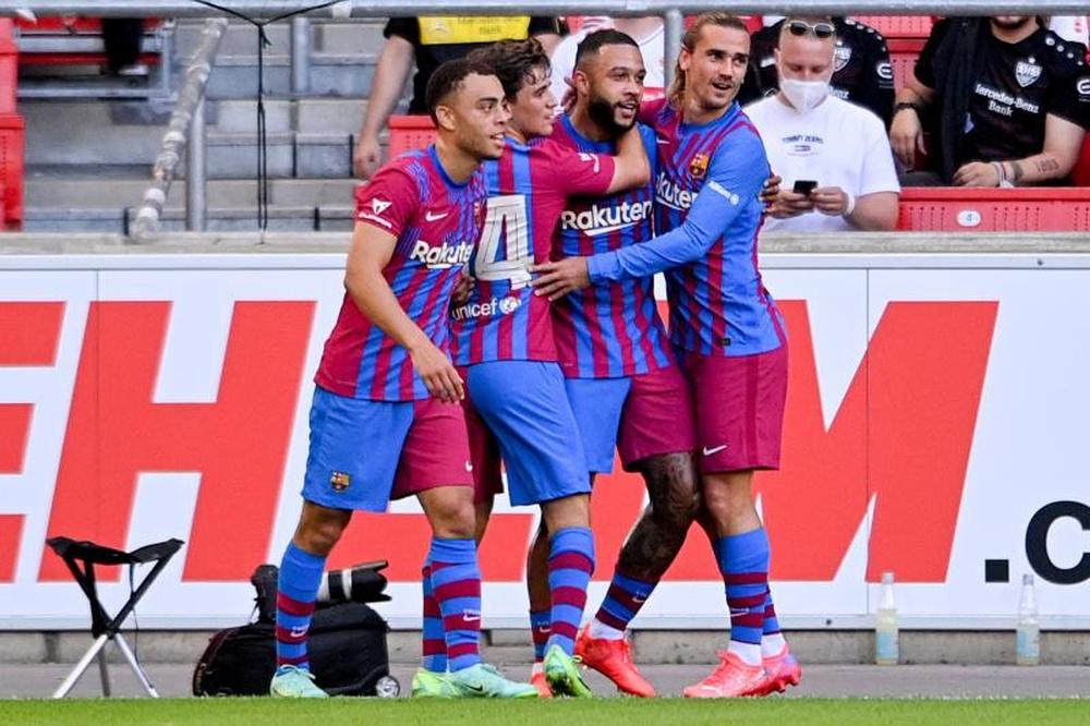 El Barcelona goleó al Stuttgart con un gran Memphis Depay. EFE/EPA/SASCHA STEINBACH