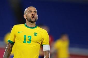 Flamengo le pide a Alves bajarse el salario para firmar. EFE/Fernando Bizerra