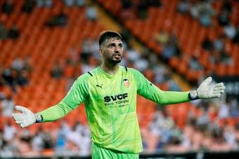 Mamardashvili se hace con la portería del Valencia. EFE