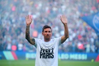 Le Parc des Princes en délire lors de la présentation de Messi. EFE
