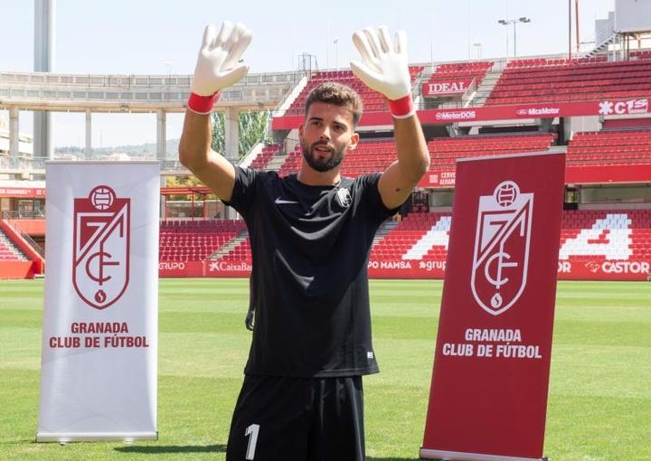 Maxi ya ha sido presentado como guardameta del Granada. EFE