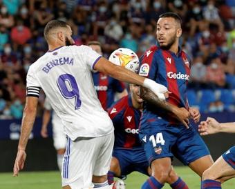 Paco López dio la lista para medirse al Barcelona. EFE