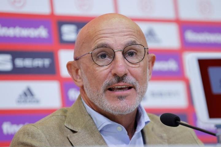 El técnico Luis de la Fuente quiere evitar relajaciones ante Lituania. EFE