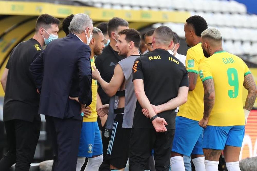 Interrotto l'incontro tra Brasile e Argentina. AFP
