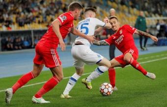 Vlachodimos y Boyko sostienen el empate en Kiev. EFE
