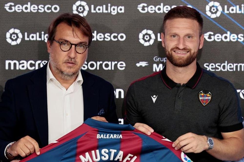 Mustafi fue presentado por el Levante. EFE