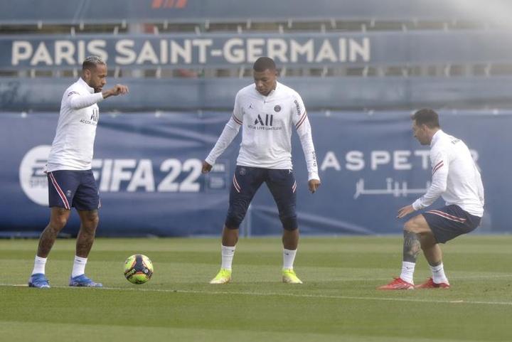 Owen opinó sobre el trío atacante del PSG. EFE