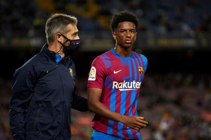 La línea defensiva del Barça tuvo una media de 20 años. EFE