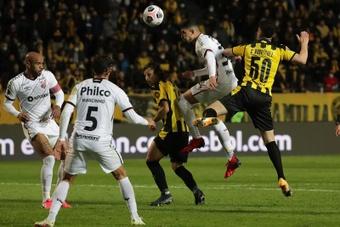 Paranaense se impuso por 1-2 a Peñarol. EFE
