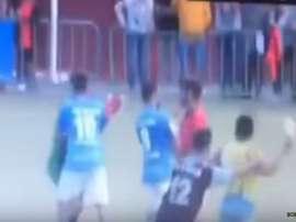 Agresión a un árbitro, que recibió un botellazo, en la Tercera División canaria en el partido entre el Cotillo y el Unión Puerto. Youtube/Boblaarmo