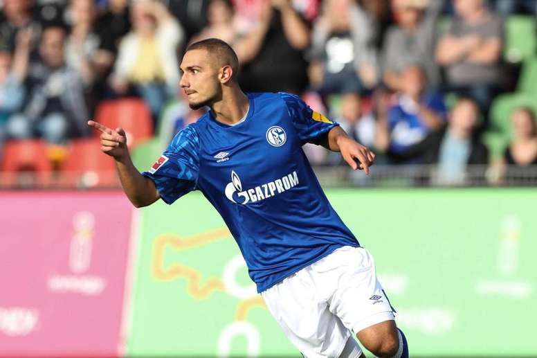 El Schalke 04 venció por 1-3 al Rot-Weiss Oberhausen con un doblete Ahmed Kutucu. Twitter/s04
