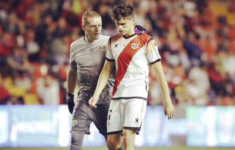 Martín Pascual fue consolado por Alberto García. Twitter/1Alberto_García