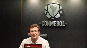 Alejandro Domínguez, presidente da CONMEBOL, recebeu o prêmio no Catar. Twitter/agdws