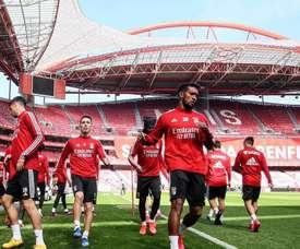 Los jugadores del Benfica, dando ejemplo. Twitter/SLBenfica