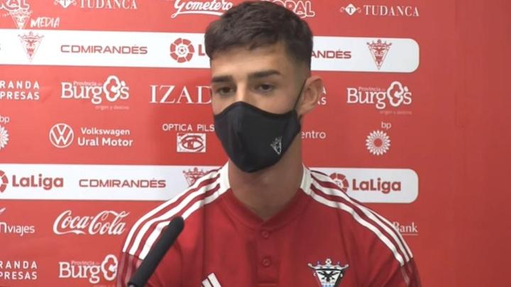 Alejandro Marqués habló como jugador del Mirandés. Captura/Youtube/CDMirandes