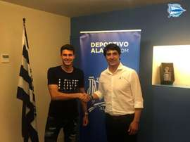 Álex Domínguez se incorpora al filial del Alavés. Twitter/Alavés