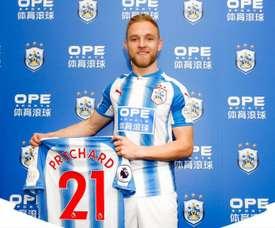 Pritchard luce dorsal con su nuevo equipo. Huddersfield