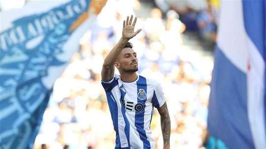 Alex Telles é o dono da lateral-esquerda do Porto. Twiter