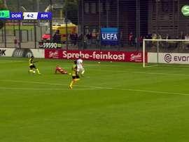 Isak marcó el quinto gol del Borussia ante el Madrid en la Youth League. VIASAT