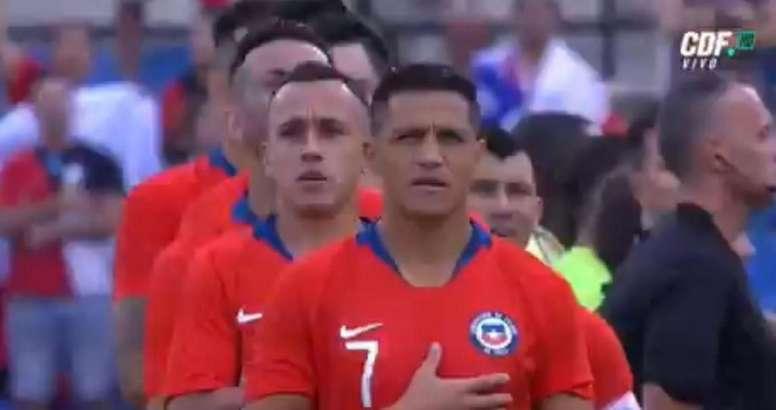 Sánchez listening to the national anthem. Screenshot/CDFVivo