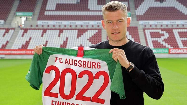Finnbogason renovó su vinculación. Twitter/FCAugsburg