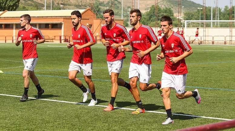 Adrián León podrá seguir ejercitándose junto al resto de sus compañeros. UDLogroñés