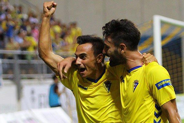 Álvaro García celebra su gol ante La Hoya Lorca. Twitter