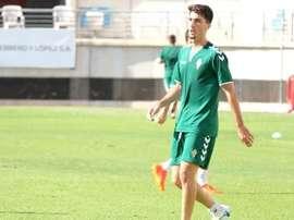 El lateral firma por dos temporadas con el conjunto murciano. FCjumilla