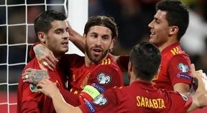 Espanha e Romênia, onzes iniciais confirmados. Twitter/SeFutbol