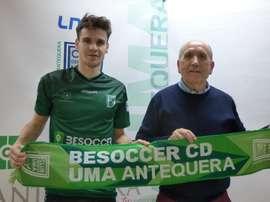 Quevedo firma con el el BeSoccer CD UMA Antequera. BeSoccerCDUMAAntequera