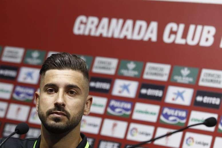 Vadillo fue presentado como nuevo jugador del Granada. Twitter/GranadaCF
