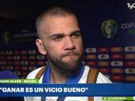 Alves a évoqué les critiques de Messi. Captura/TyC Sports