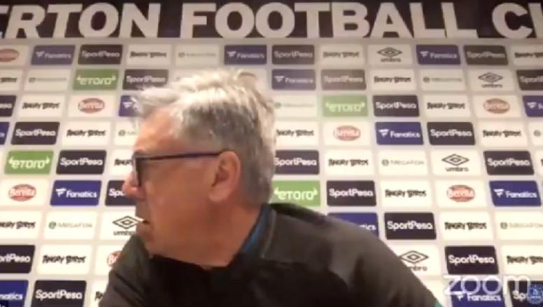 Ancelotti cometeu uma gafe em coletiva de imprensa. Captura/Everton