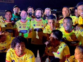Andrea Pirlo se vistió de Barcelona de Guayaquil en la 'Noche Amarilla'. Twitter/barcelonaSC