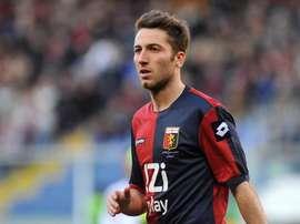 Andrea Bertolacci, jugando con el Genoa