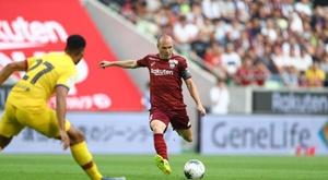 Así fue el primer partido de Iniesta contra el Barça. VisselKobe