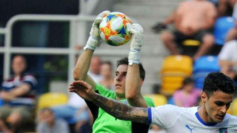 Lunin puede salir de nuevo del Madrid. AFP