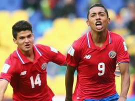 Andy Reyes (d) celebra su gol, seguido de Roberto Cordova. FIFA