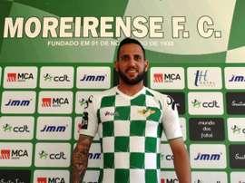 Ângelo Neto posa con la camiseta del Moreirense, que jugará esta temporada en la Primera División de Portugal. MoreirenseFC