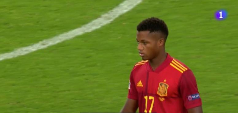 Ansu Fati debuta con España a los 17 años. Captura/TVE
