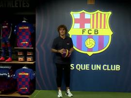 Griezmann esteve presente na loja do Camp Nou já vestido como 'culé'. FCBarcelona