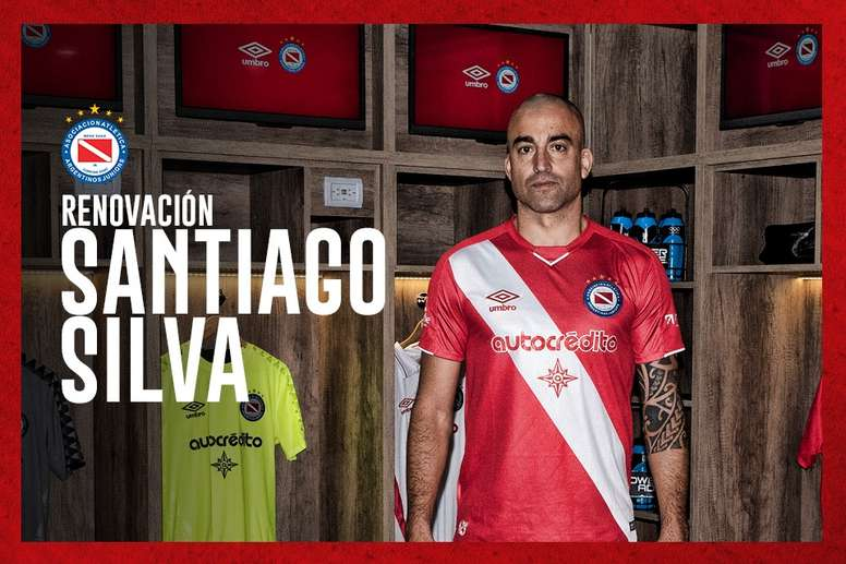 Santiago Silva seguirá en Argentinos hasta final de año. Twitter/AAAJoficial