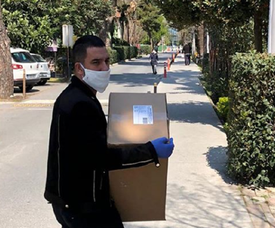 Arda Turan doou 100.000 máscaras e prometeu outro lote. ArdaTuran